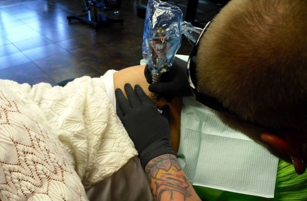 difference between custom tattoo shops and walk-in tattoo shops